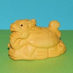 Drakenschildpad netsuke, licht buxushout