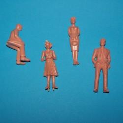 4 Figuren schaal 1:32 - ongeschilderd