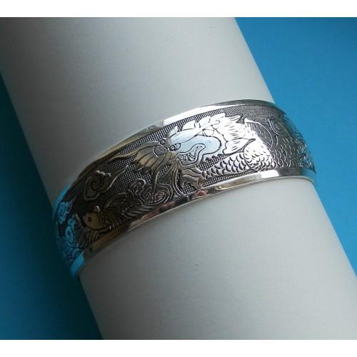 Brede zilveren armband met draken, motief D
