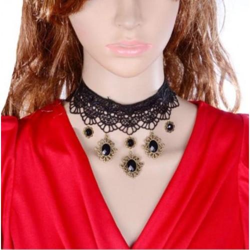 Choker van zwart kant met zwart kristal, model I