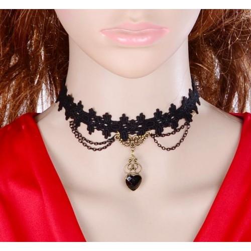 Choker van zwart kant met zwart kristallen hartje, model L