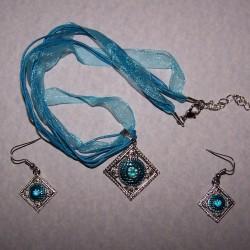 Zilver en blauwe halssieraad en oorbellen set