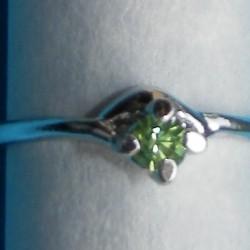 Zilveren ring met lichtgroene Swarovski, model AG, maat 17