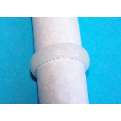Gefacetteerde witte Agaat ring, 5mm breed, maat 17,5