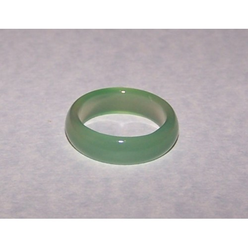 Zachtgroene Agaat ring, 5mm breed, maat 17