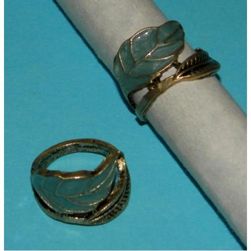 Goudkleurige ring met blauw blad - maat 16