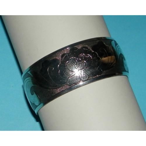 Brede zilveren armband met Lotus motief - model A