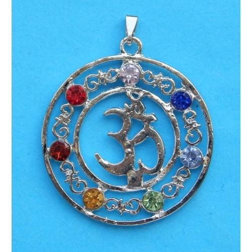 Om hanger met chakra kristallen, model A