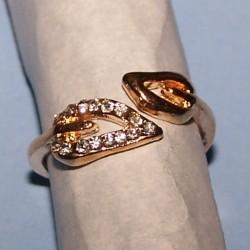 Goudkleurige ring, blad motief, met stras, maat 16